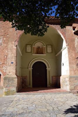 alobras-teruel-iglesia-parroquial-atrio-cubierto
