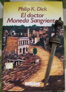 Portada del libro El doctor Moneda Sangrienta, de Philip K. Dick