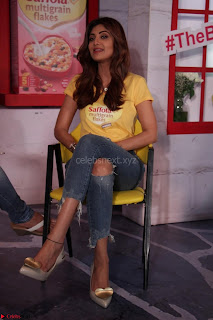 Shilpa Shetty super cute fit in Yellow T Shirt 14.JPG