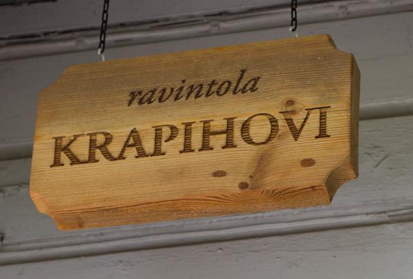 PauMau blogi nelkytplusbloggari nelkytplus Krapi Krapihovi Tuusula Rantatie päärakennus ravintola kyltti puukyltti vanha kartano