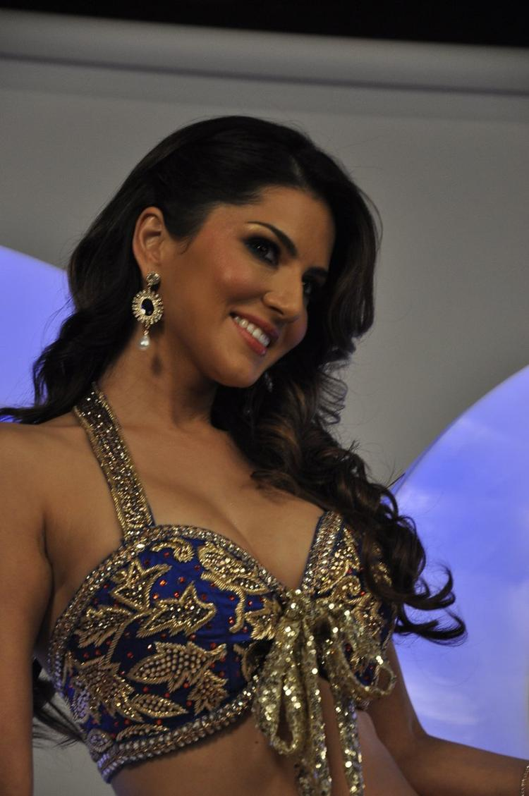 Sizzling Hot Actress Sunny Leone Xxx Energy Drink -7255