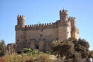 Castillo de Manzanares el Real en moto