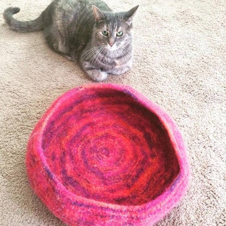 knitnscribble.com: Cat bed knitting pattern benefits humane society