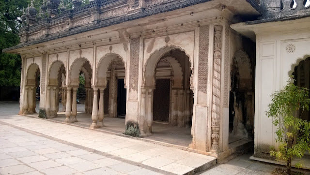 Other pictures of Paigah Tombs