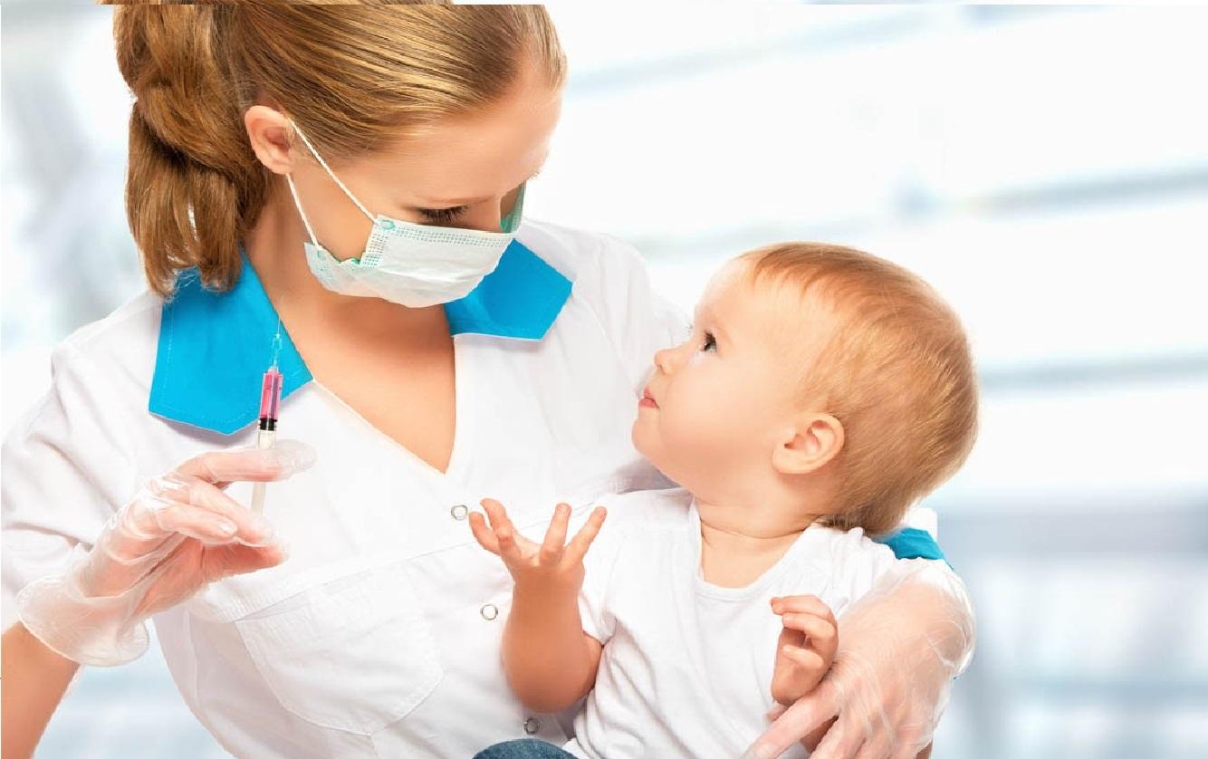 أهميع تطعيم الطفل الرضيع في بداية حياتة