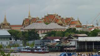 El Gran Palacio de Bangkok desde lo alto de Wat Arun.