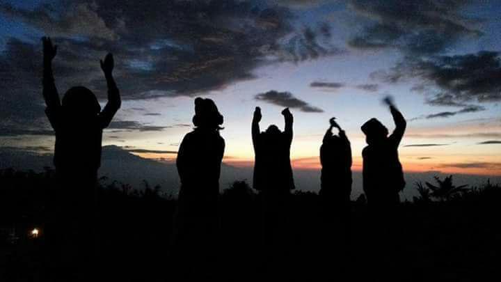 prampelan negeri di atas awan-akarwangi.com