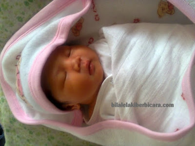 cara azan bayi baru lahir, Nur Rania Adelia Binti Noor Azlan