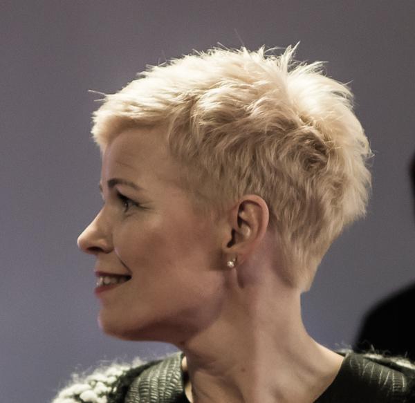 schwarzkopf age of beauty vaalea hiusväri aikuinen nainen