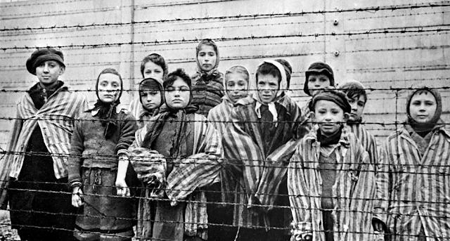Un desafortunado tuit del PP sobre el Holocausto desata la polémica en las redes sociales