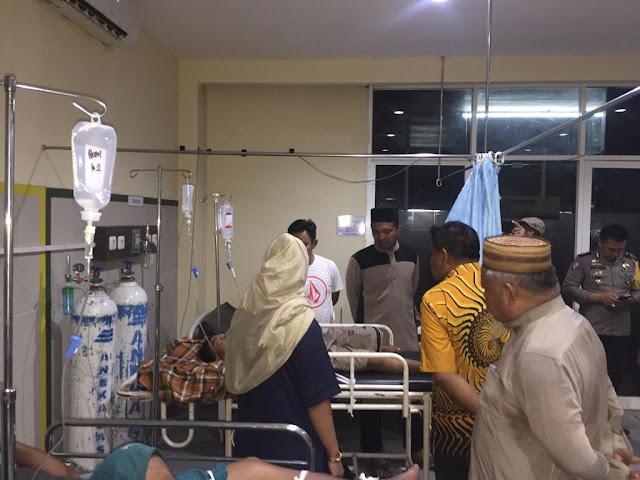 Bupati Bone Bersama Kapolres Bone Kunjungi Korban Laka Lantas Pengunsi Donggala-Palu di RS