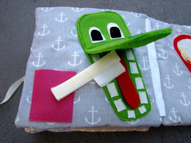 książeczka sensoryczna krokodyl myje zęby