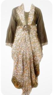 Model kedua baju batik gamis wanita