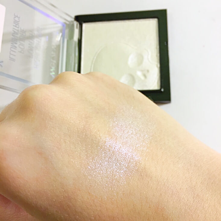 wet n wild megaglo Highlighting Powder White Raven swatch