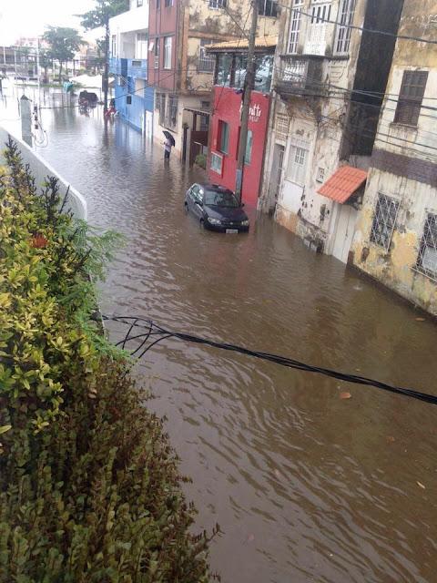 Obra de requalificação do Rio Vermelho não resolveu o problema dos alagamentos na Rua do Meio