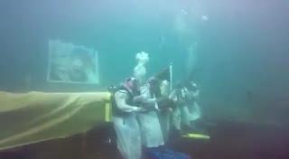 بالفيديو عرضة تحت الماء سعوديون يحتفلون باليوم الوطني