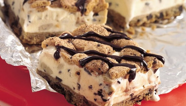 choc chip cookie dough ice cream pizza review