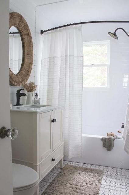 menata kamar mandi ukuran kecil
