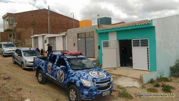 Guarda Municipal encontra carro roubado dentro de residência em Santa Cruz do Capibaribe