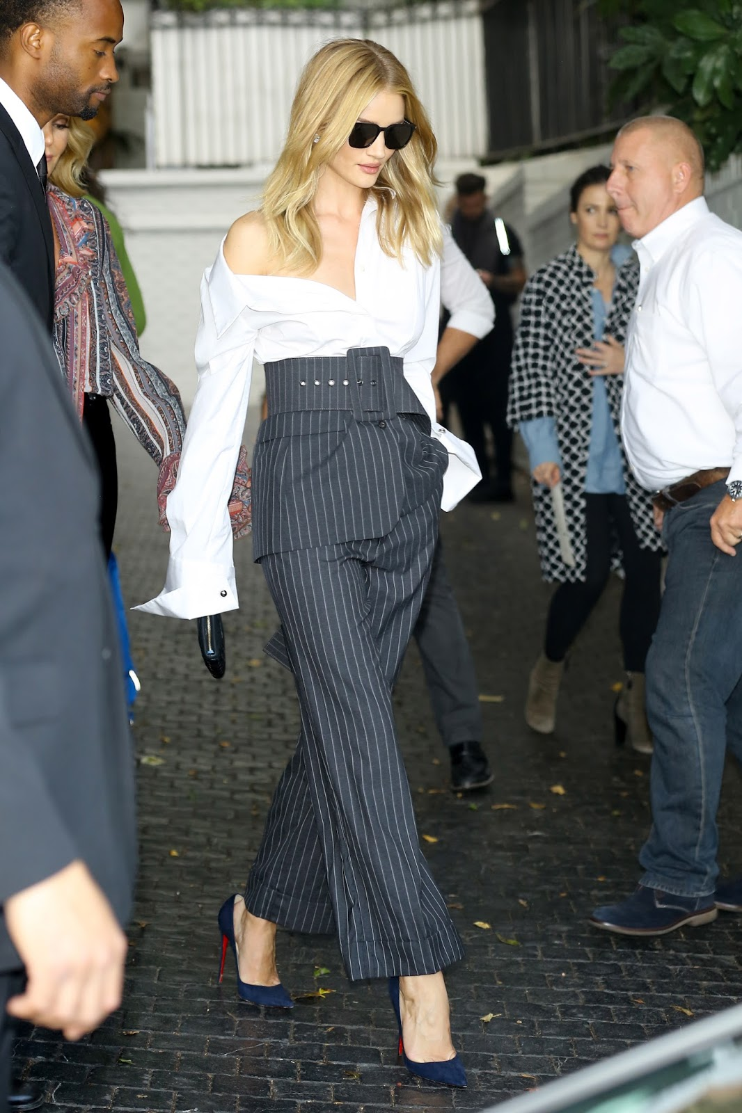 Style Crush Rosie Huntington Whiteley In Monse At The Cfda Vogue Fashion Fund The Enchanted