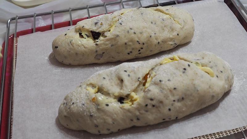 Dark Rye French Bread with Fig DIY recipe 無花果法包 自家烘焙食譜