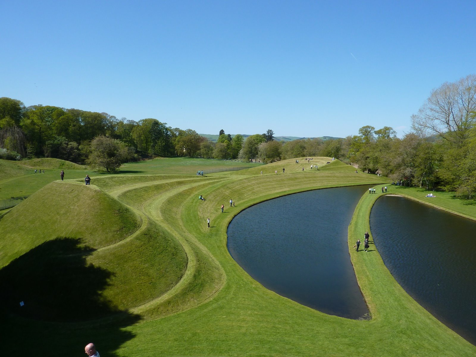 The garden of cosmic speculation by charles jencks for Terrace landform