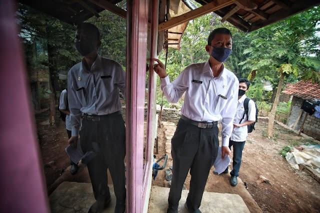 "Asep Ramdani, Kepala Sekolah ""Ngaprak"" Ditengah Pandemi"