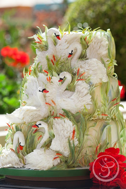 http://www.frenchpastryschool.com/ce-class/incredible-cakes-flora-aghababyan