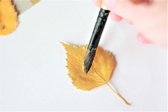 Herbstblätter bemalen