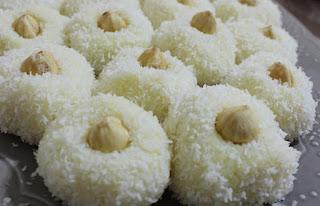 Coconut Macaroons (Hindistan Cevizli Toplar)