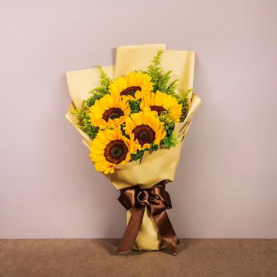 """Flower Chimp Menerima Pelaburan Berjumlah RM 6 Juta Berikutan Prestasi Cemerlang di Asia Tenggara  Flower Chimp menyediakan penghantaran bunga secara PERCUMA dengan pembelian secara atas talian yang cukup mudah dan dapat memberi kejutan kepada insan tersayang tanpa di duga. Dengan pelaburan RM 6 Juta yang diterima pasti perkhimatan yang bakal di tawarkan lebih berbaloi dan istimewa.   """"Ucapkan dengan bunga!"""" Kepesatan industri e-dagang di peringkat global telah memacu perkhidmatan penghantaran bunga dan membolehkan pengguna mencipta kenangan indah bersama insan tersayang. Bayangkan, betapa mudahnya anda boleh memilih jambangan bunga kegemaran anda dan merancang penghantaran semudah di hujung jari sahaja.   Harga Serendag RM89 Sahaja Daripada pilihan jambangan sempena hari lahir hingga ke kiriman bunga sebagai tanda ucapan tahniah, titipan istimewa sempena sambutan Hari Kekasih dan Hari Ibu, Flower Chimp akan memenuhi keperluan bunga-bungaan anda dari harga serendah RM89 sahaja. Flower Chimp Menerima Pelaburan Berjumlah RM 6 Juta Berikutan Prestasi Cemerlang di Asia Tenggara  Melangkah setapak kehadapan berbanding pesaing mereka, Flower Chimp menawarkan perkhidmatan penghantaran keseluruh negara yang meliputi lebihdaripada 80 daerah di dalam Malaysia, termasuk di Sabah dan Sarawak.   Penghantaran PERCUMA Seluruh Malaysia Dengan rangkaian meluas seperti itu, tidak hairanlah perkhidmatan penghantaran bunga dalam talian tersebut menjadi pilihan utama pelanggan yang turut menikmati penjimatan menerusi penghantaran secara percuma ke atas semua tempahan tanpa had perbelanjaan minima."""