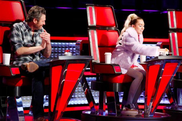 Blake Shelton asegura que cargó a Miley Cyrus cuando era bebé.
