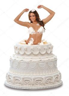 chica con tu cara saliendo de una tarta