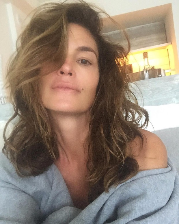 Cindy Crawford posing without makeup