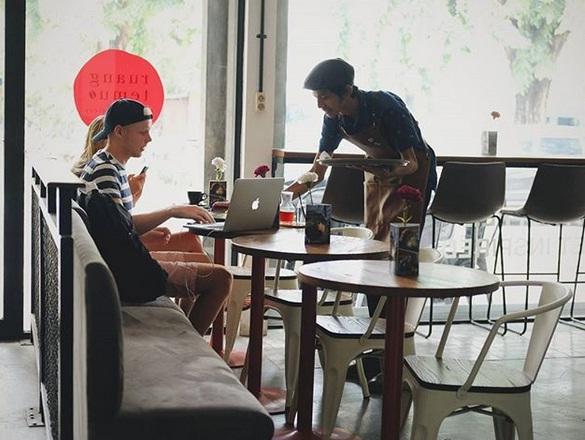 Ruang Temu Coffee Surabaya: Tempat Nongkrong Bule di Surabaya