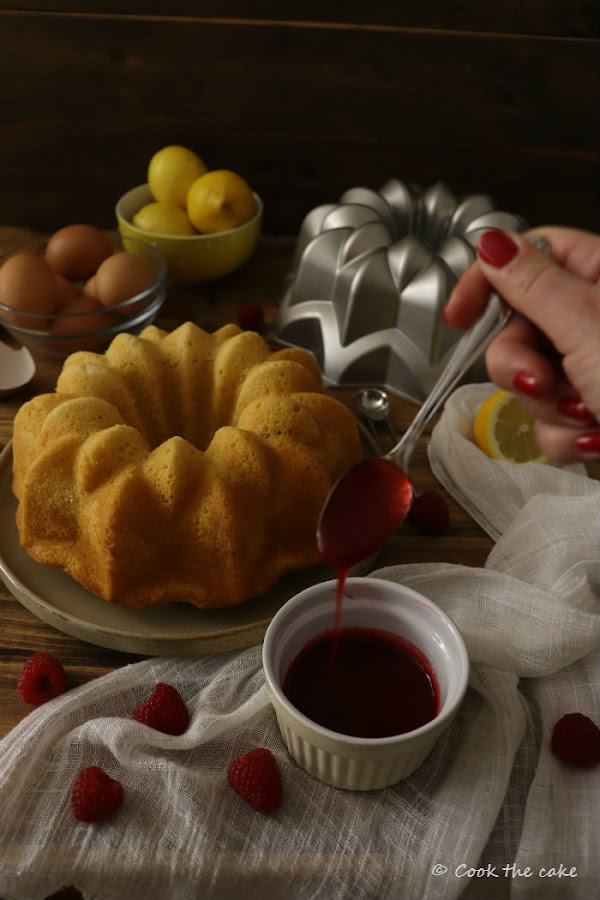cream-lemon-and-raspberry-bundt-cake, bizcocho-de-nata (crema de leche)-limon-y-frambuesas