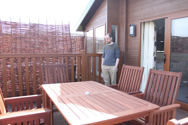decked dining area and private hot tub at john fowler sandy glade sister site sandy meadow