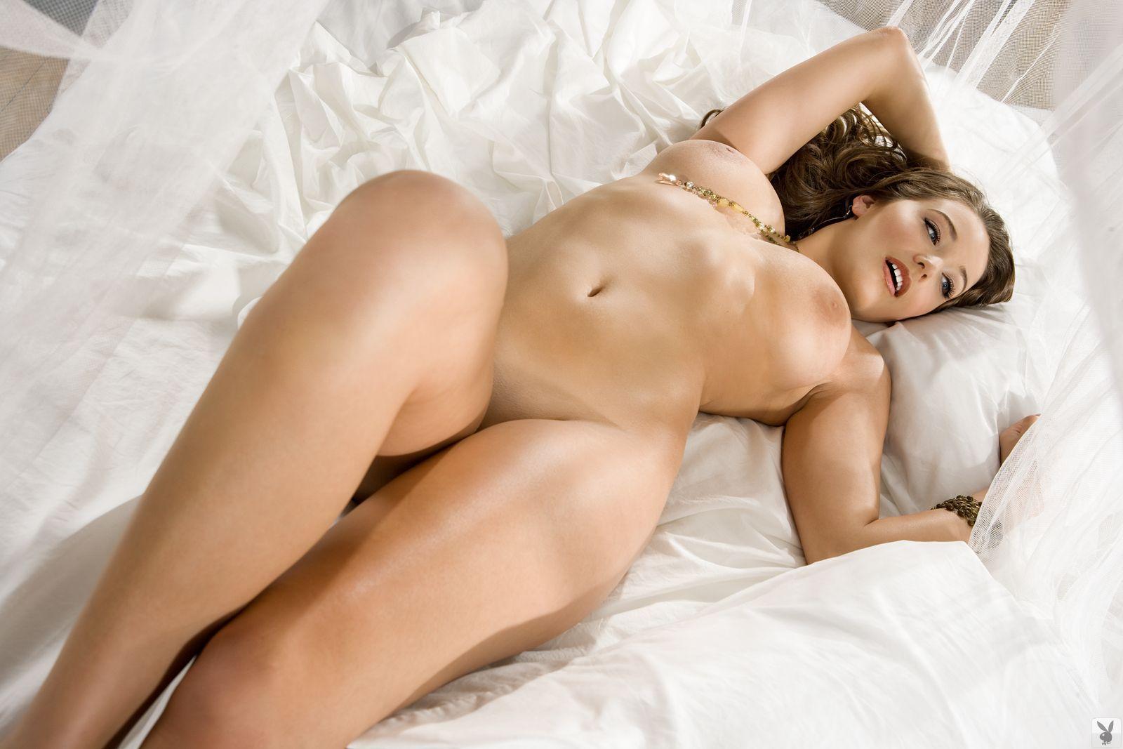 Фигуристая голая женщина 1