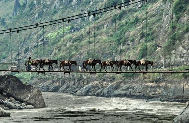 แม่น้ำที่ยาวที่สุดในโลก, แม่น้ำสาละวินมีต้นกำเนิดไหลมาจากที่ราบสูงทิเบต ผ่านไปลงในทะเลอันดามันในเอเชียตะวันออกเฉียงใต้มีความยาวประมาณ 2,815 กิโลเมตร (1,749 ไมล์)