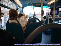 Autobús rojo de la línea 76
