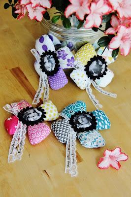Pour l'occasion de la jolie Fête des Mamans, j'ai crée  des broches fleurs magiques pour toutes ces Mamans de notre coeur