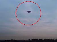 "UFO ""Bergerigi"" Melayang Di Atas New York"