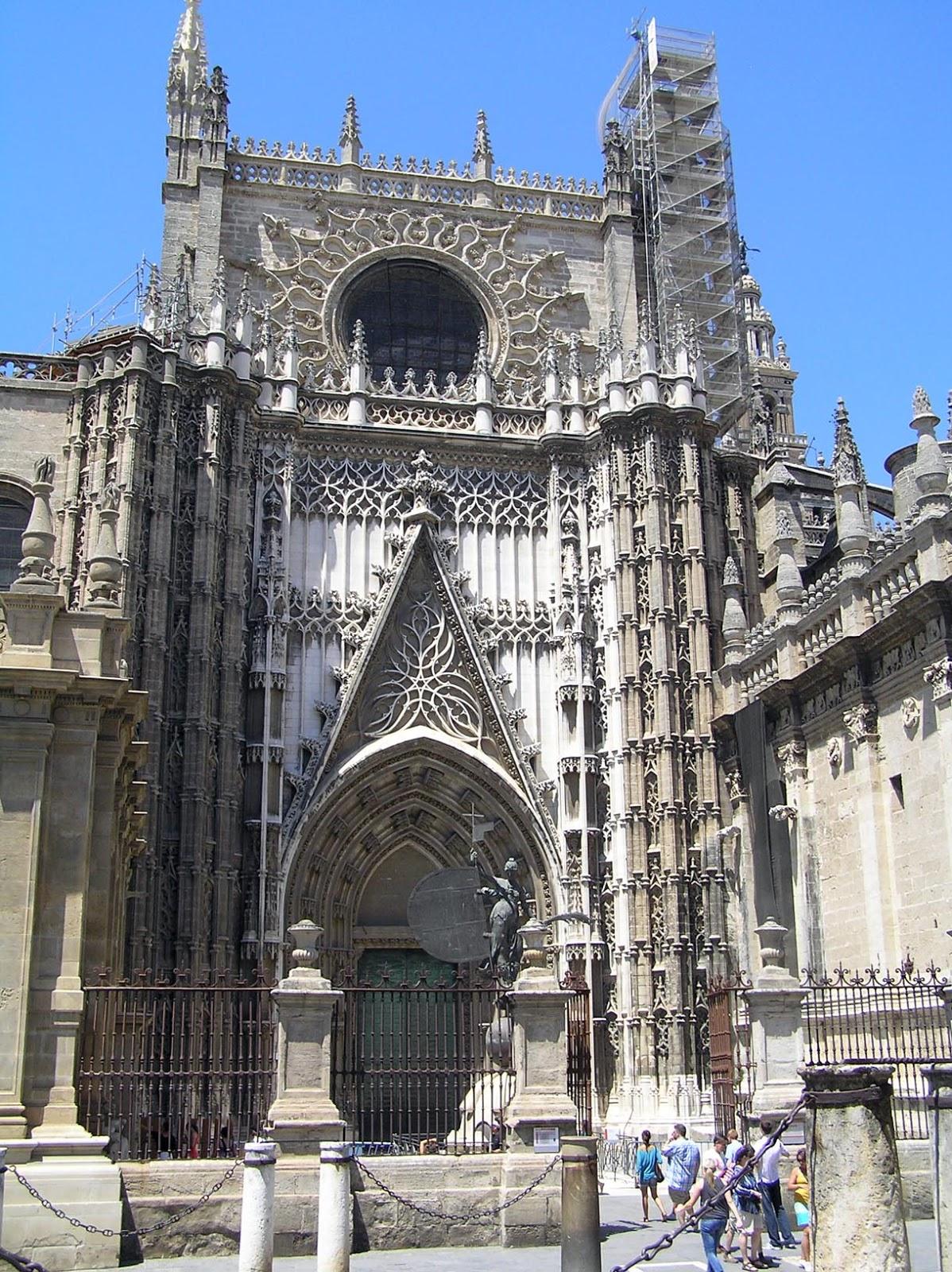 Historia leyendas y fen menos de sevilla fantasmas y for Exterior catedral de sevilla