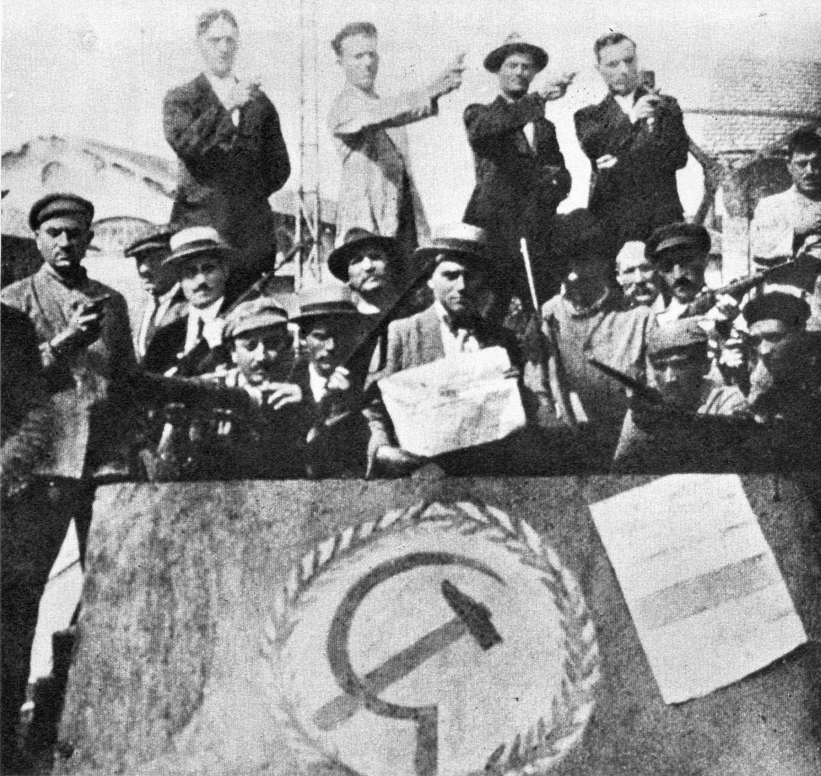 Scelsablog l 39 impresa di fiume e il biennio rosso for Disegni del mazzo sul basamento degli scioperi