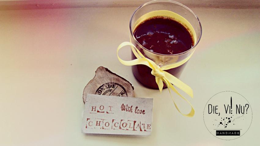 karštas šokoladas gėrimas