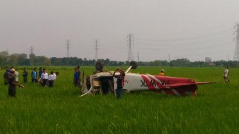 Penampakan pesawat Cessna 172 jatuh di persawahan Banjarwangunan, Cirebon
