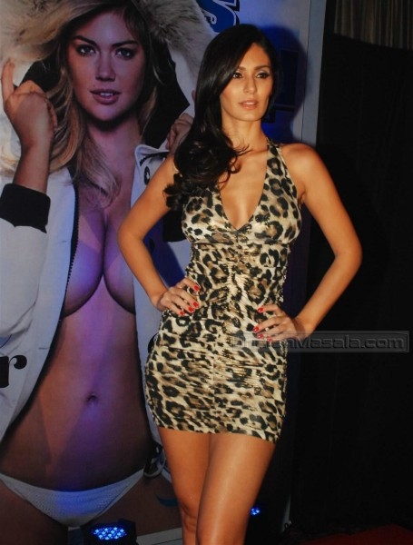Bruna Abdullah hot wallpaper, Bruna Abdullah in sexy dress