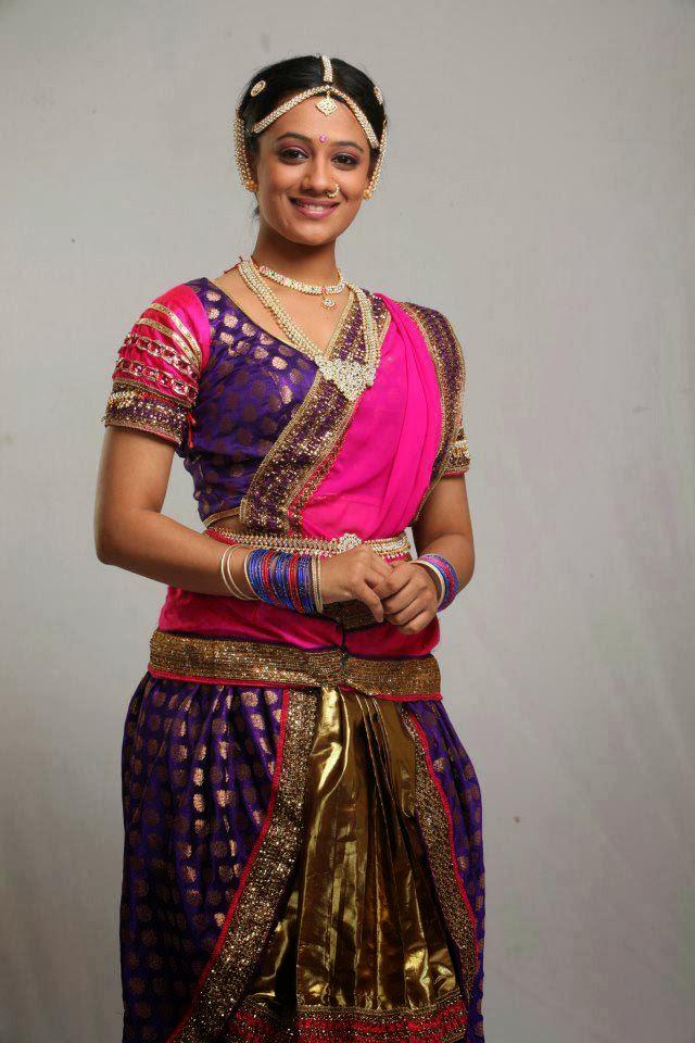 Marathi Wallpapers With Love Quotes Marathi Actress Heroine Spruha Shirish Joshi Photos