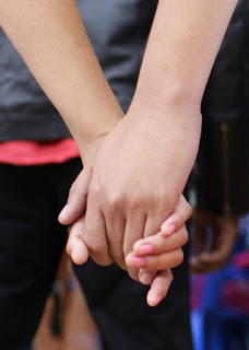 picture of holding hands