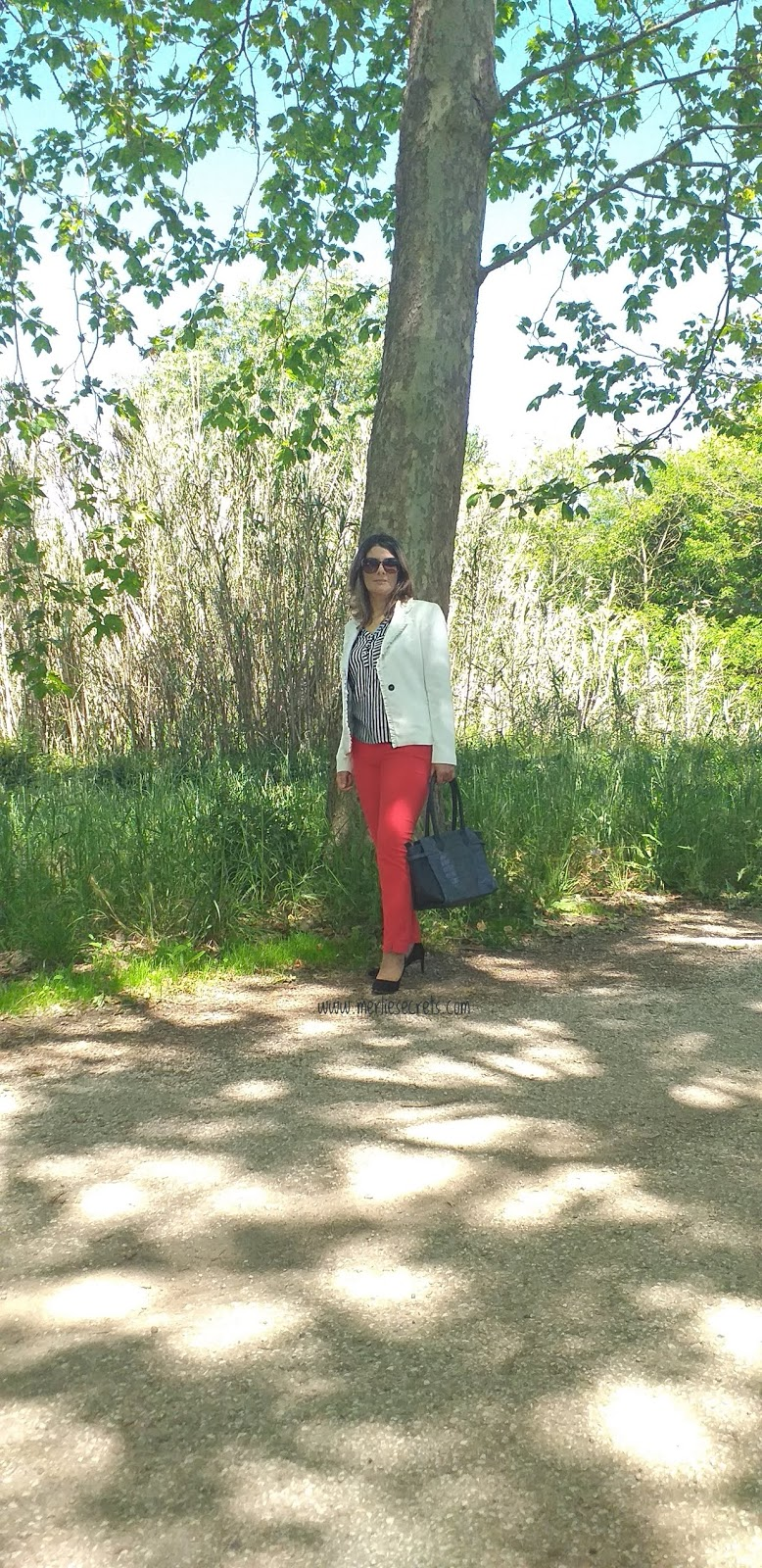 look blazer branco calças vermelhas